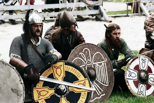 These Scandinavian Warriors Are Almost Identical With Their Gothic Relatives Because Of Unity Culture The Weaponry Scandinavians Vikings